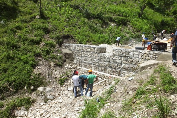 Check dam built by local community with guidance from the Netherlands Red Cross
